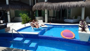 Swimout Infinity Pool Casita